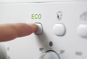Auswahl des Ökoprogramms an einer Waschmaschine