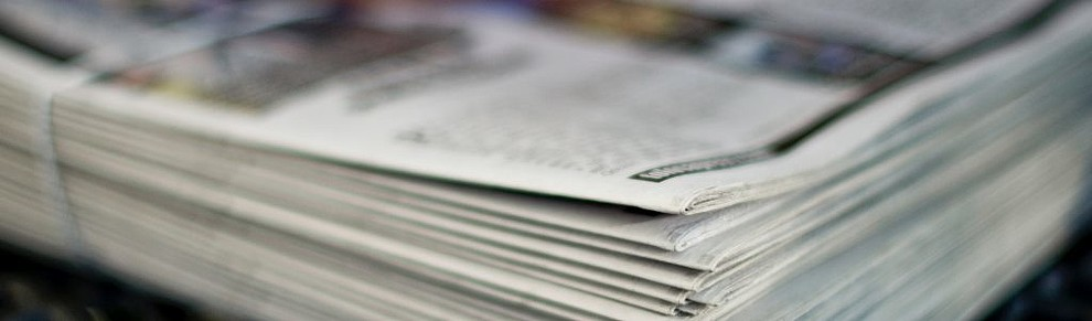 Ein Stapel Tageszeitungen